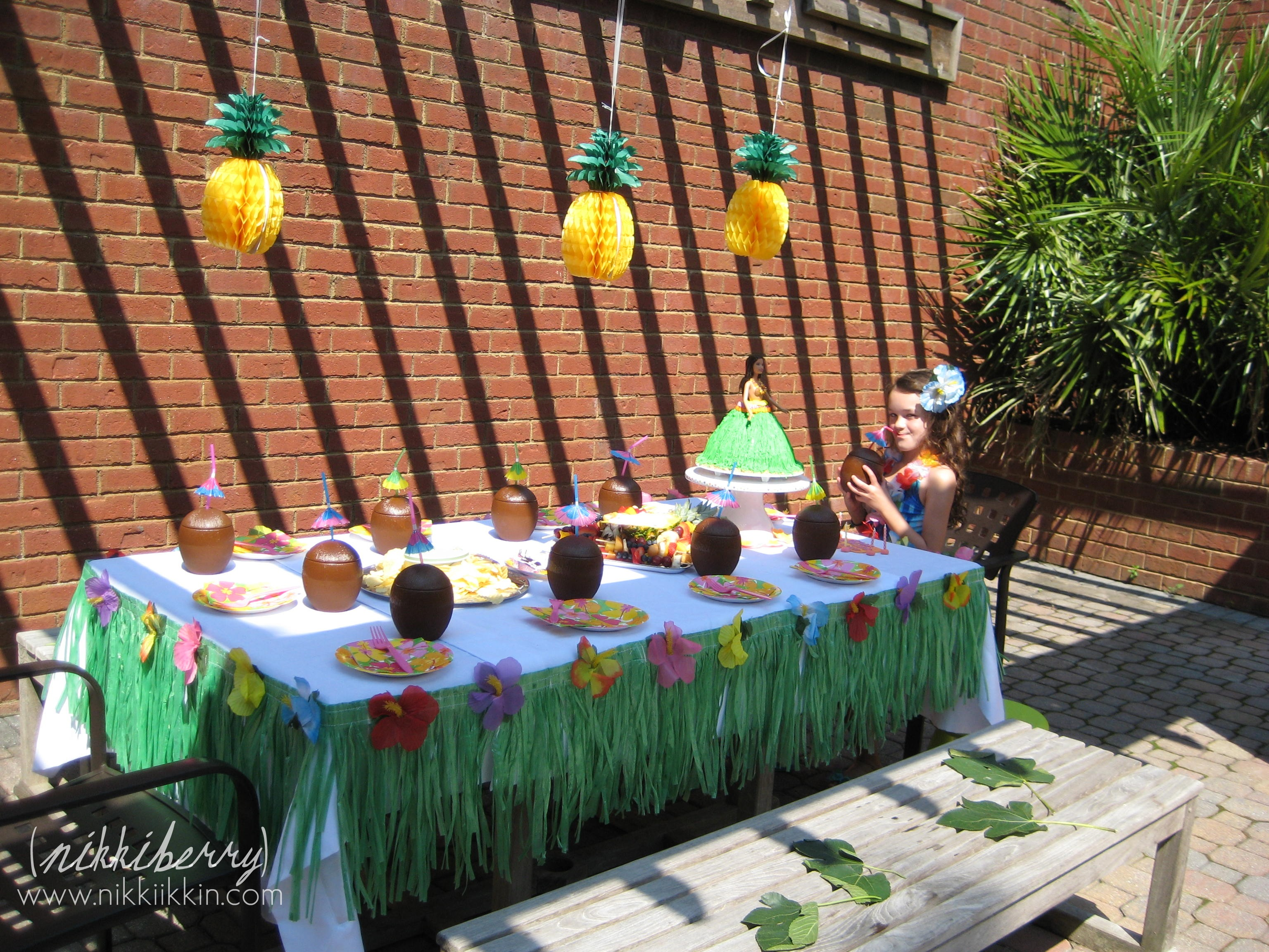 Hawaiian birthday party for Hawaiin decorations