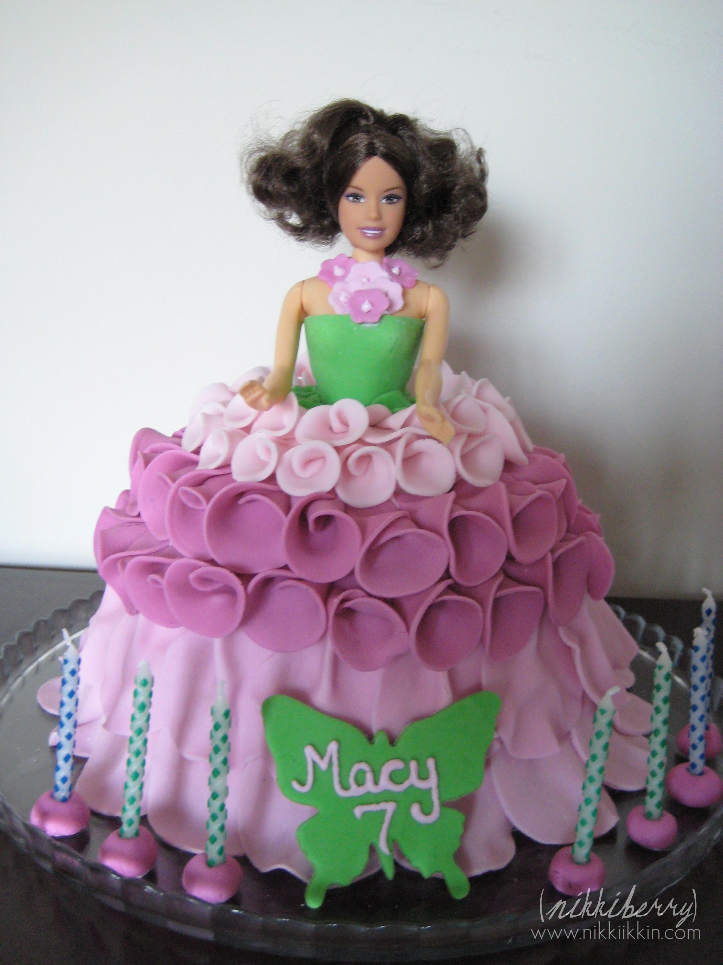 nikkiikkin rose petal barbie cake 2