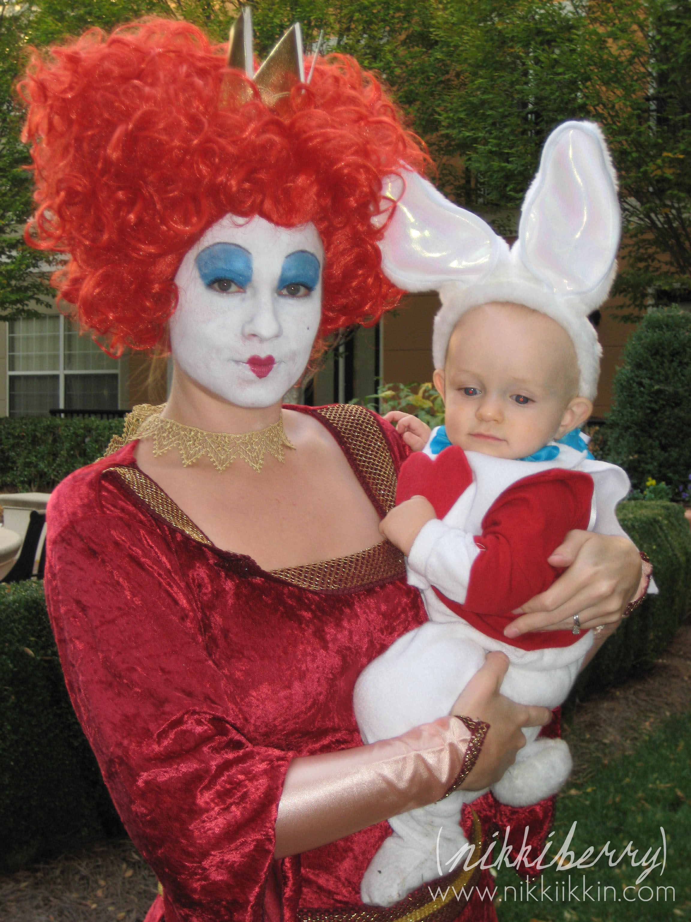 The wonderland family halloween costumes red queen solutioingenieria Choice Image
