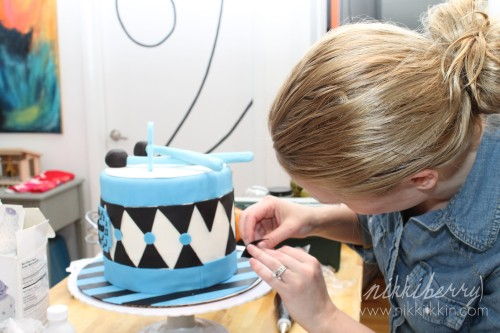 nikkiikkin drum cake 3