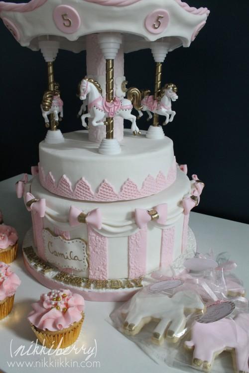 Nikkiikkin carousel cake 10
