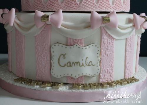 Nikkiikkin carousel cake 11