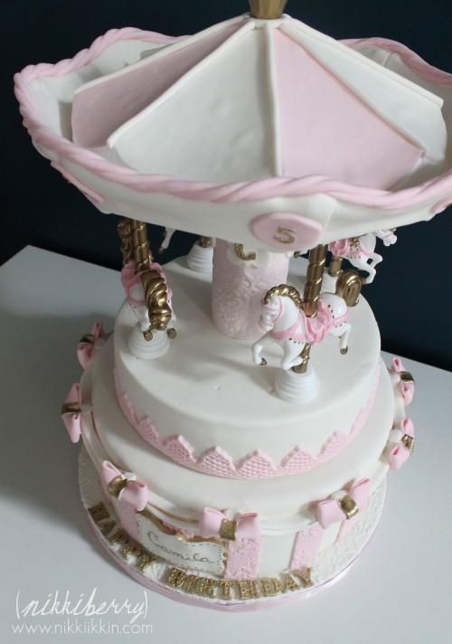 Nikkiikkin carousel cake 12