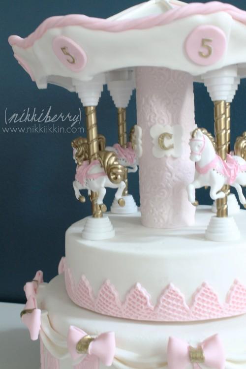 Nikkiikkin carousel cake 13