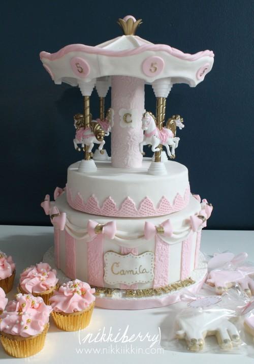 Nikkiikkin carousel cake 14