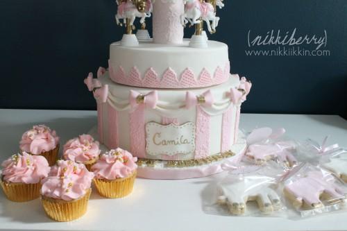 Nikkiikkin carousel cake 15