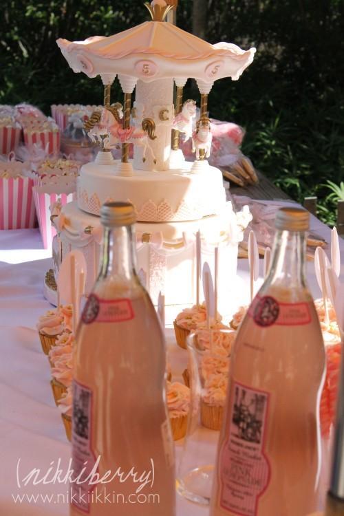 Nikkiikkin carousel cake 17