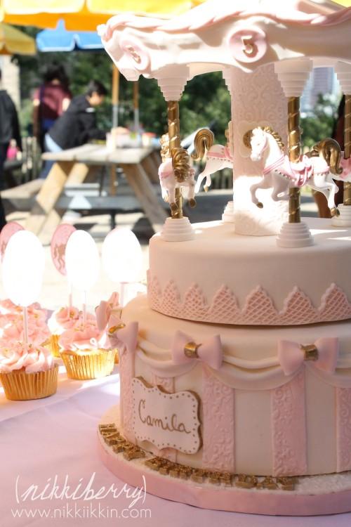 Nikkiikkin carousel cake 3