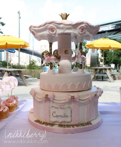 Nikkiikkin carousel cake 8